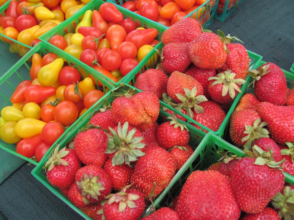 Saratoga Farmers Market strawberries and cherry tomatoes