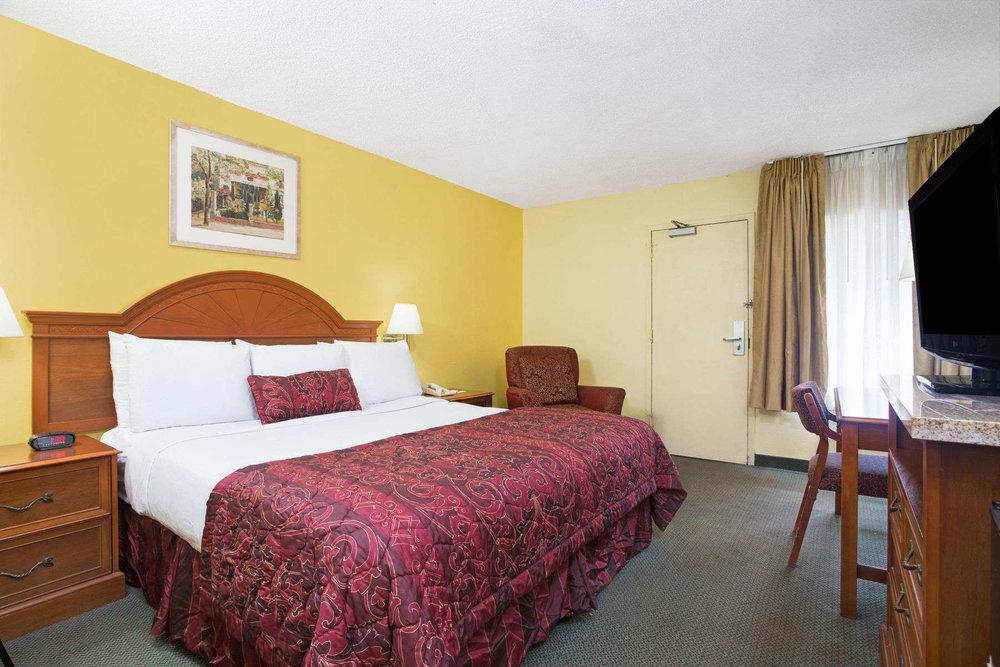 17833_guest_room_1.jpg