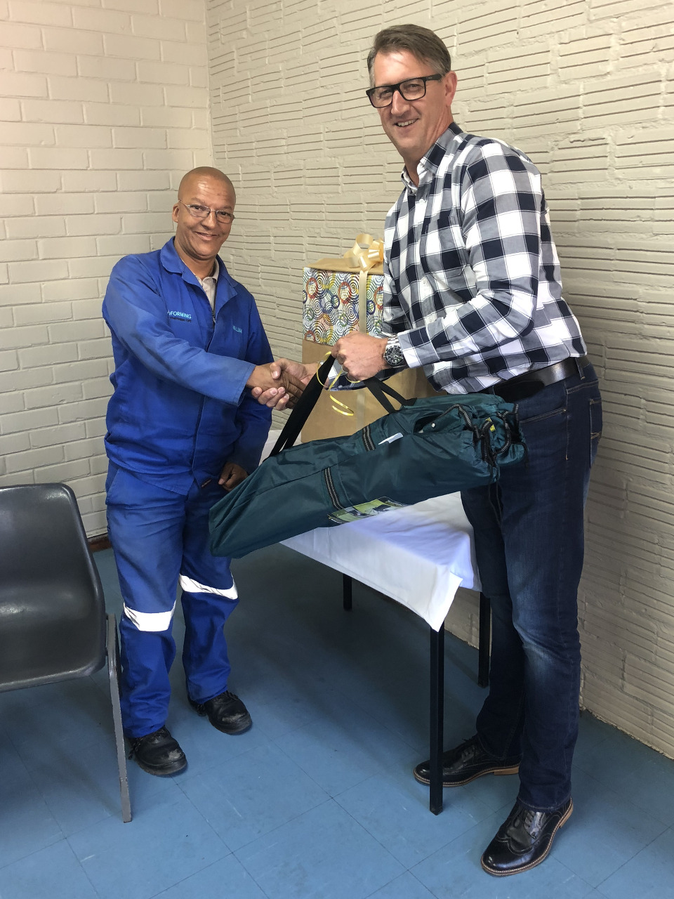 Cape Town plant RPC Astrapak Thermopac's Craig Matthews bids farewell to William Hartzenberg.