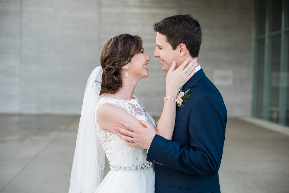 Bride and Groom wedding photography in Louisville at The Speed Art Museum