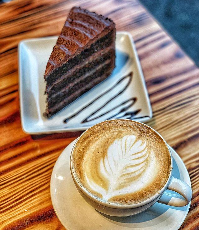 Coffee and Cake on a snowy Thursday #snowday #fudgecake #veganfudge #fudge #cake #latteart #baristagram #latte #coffeeandcake #cafe #dessertgram #cakelover #cakestagram #ilovecake #cakeandcoffee #cafedesign #cafesofmanhattan #ues #uppereastside #organiclatte #ues #kewgardensny #vegan #vegandessert