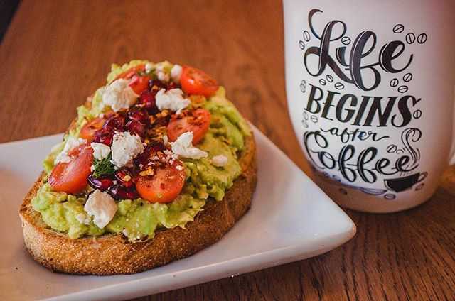 Fun fact: our homemade Avocado Toast is made with 1 1/2 avocados!! 🥑 It's all you avo wanted! 😍 . . . . . . . . . #cafenyc #cafenewyork #coffeenyc #nycoffee #newyorkcafe #avocadotoast #avocado #toast #🥑 #brunch #healthysnack #avocadolover #avocados #brunchfood #prettyfood #iloveavocado #ues #uppereastside #yorkvillenyc #themet #manhattanfood #foodie
