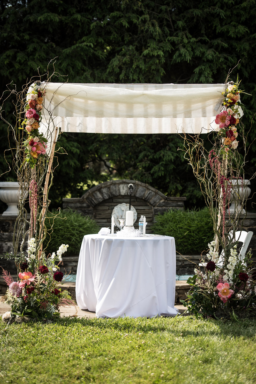 Chuppah - Willow Pole Chuppah with Very Minimal Flowers (825)