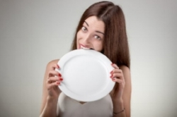 beginner-fasting-woman-biting-plate.jpg