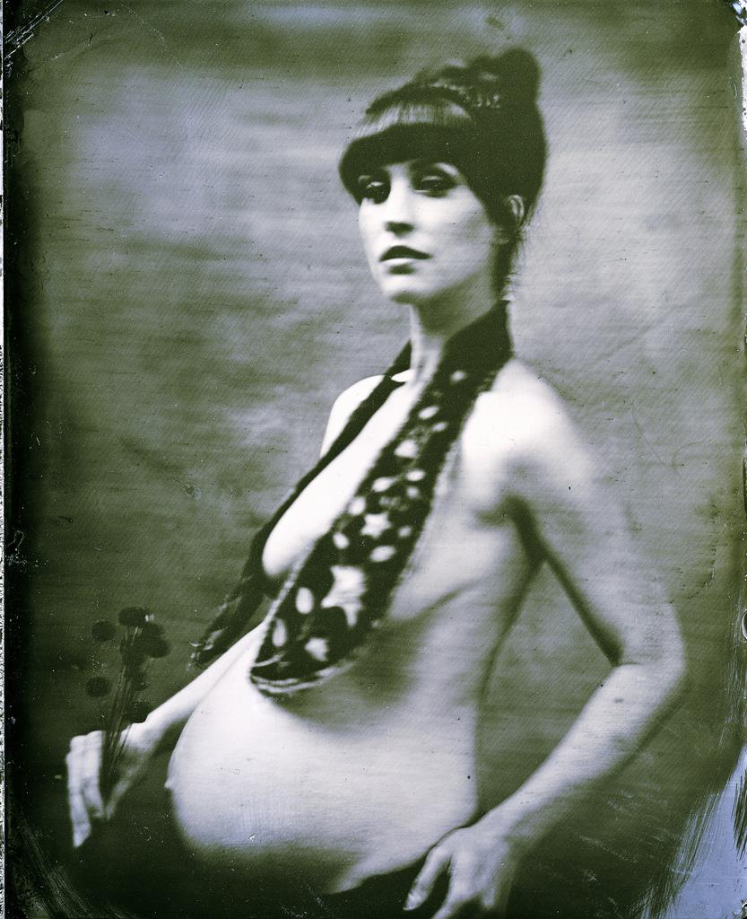 Kojii_pregnant_by_Allan_Barnes_Mar_19_2011.jpg