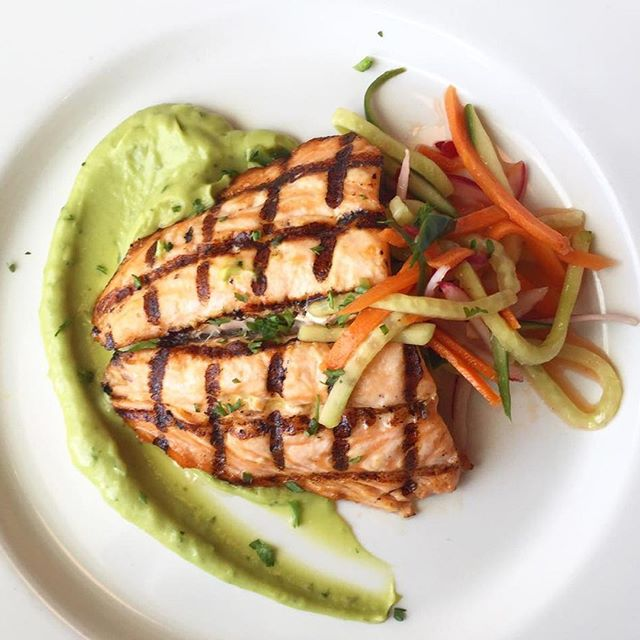 Did you know: Salmon benefits the brain, muscles, immune system, and adrenal function along with preventing damage to cells. #MindBlown . #WednesdayWisdom #Salmon #Healthy #Fit #FitLifestyle #Tasty #Veggies #Green #Protein #FeedTheMuscles #PostWorkoutMeal #Lunch #FeelGood #EatRight #HealthyLife #HealthNut #HealthFreak #WeightLoss #NoCarbs #GetNaked #Lifestyle #Delicious #FoodPorn #FoodArt #FoodPhotography #NakedLunch
