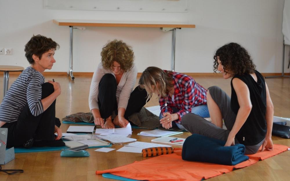 Suchst du den Austausch mit anderen YogalehrerInnen und professionelle Begleitung, dann ist das die richtige Weiterbildung für dich. Die Weiterbildung ist so angelegt, dass das Erlernte sofort praktisch umgesetzt werden kann.