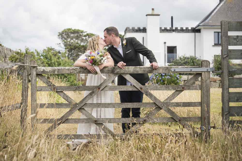 gate kiss bride and groom.jpg