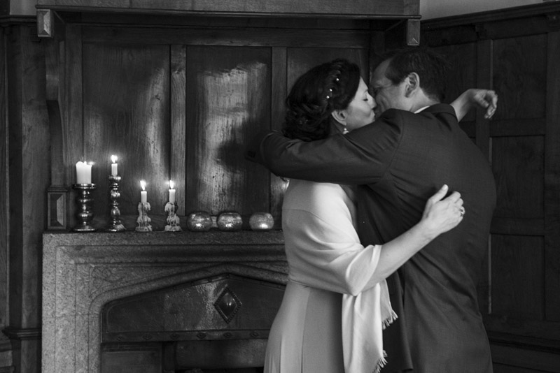 boho cornwall ceremony kiss.jpg