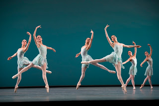 1-artists-of-the-royal-ballet-in-ballo-della-regina-photo-bill-cooper-courtesy-of-roh.jpg