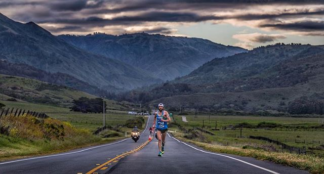 @mikewardian at mile 6 of the 2018 Big Sur International Marathon.  @bsimevents @mikewardian @thetreadmill_ca @guenergylabs @hokaoneone  #michaelwardian #bigsurmarathon #marathon #guenergy #hokaoneone