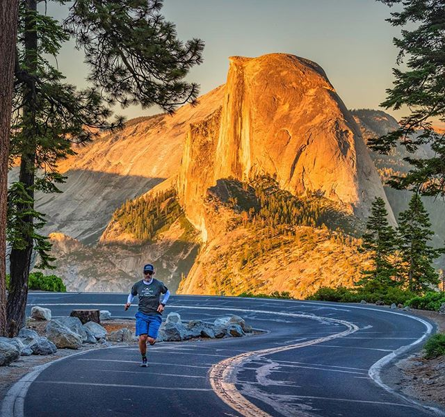 Off the top of my dome 😉, I can't think of a better back drop for hill repeats during taper week !! #halfdome #yosemite #glacierpoint #yosemitenationalpark #dadjokes #running #raverun #runhike #runnersofinstagram