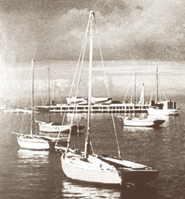 The old Queenscliff fishermen's pier slipway and couta boat moorings in the 1920's. Many of the couta fishing fleet were classic Lacco plank on frame working boats.