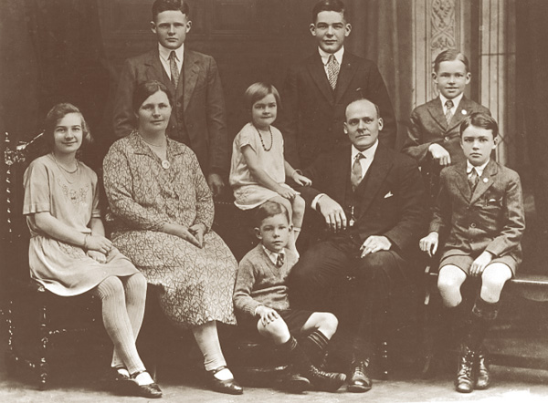 Lars Halvorsen and family in Sydney, 1927. Back row: Harold, Carl, Bjarne. Middle row: Elnor, Bergithe, Margit, Lars, Magnus. Front: Trygve.