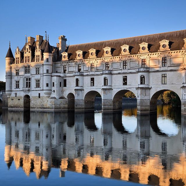 Majestic Chenonceau Castle.  Did you know that you don't need to pay the entrance fee to have this view? Just go across the river, walk a little, and there you are. I strongly suggest paying the entrance fee and visit the inside of the castle and garden as well, though.