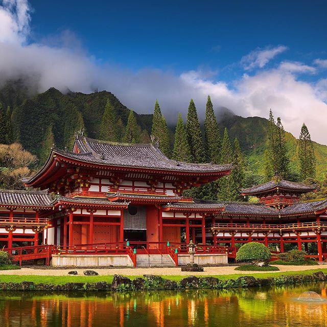 Peaceful and beautiful Byodo-In temple on O'ahu, Hawai'i. I haven't been to Japan, yet, but I hope I will, and soon. . . . . . . . . . #hawaii #byodointemple #oahu #hawaiilove#hawaiilife#hawaiicounty#hawaiimoments#luckywelivehi #luckywelivehawaii#808 #nakedhawaii @visit.hawaii #hawaiistagram #ighawaii #gohawaii #HawaiianAirlines #unrealhawaii #paradise #beautifuldestinations #letsgosomewhere #instatravel #timelapsephotography #visualsoflife @hawaiitribuneherald@thegardenisland @kaleoohawaii @staradvertiser