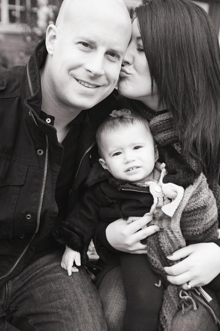 family_photos_pickering_barn_Issaquah_bw.jpg