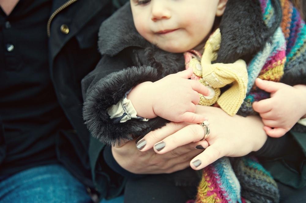 baby_mommy_hands_Issaquah_Pickering_barn.jpg