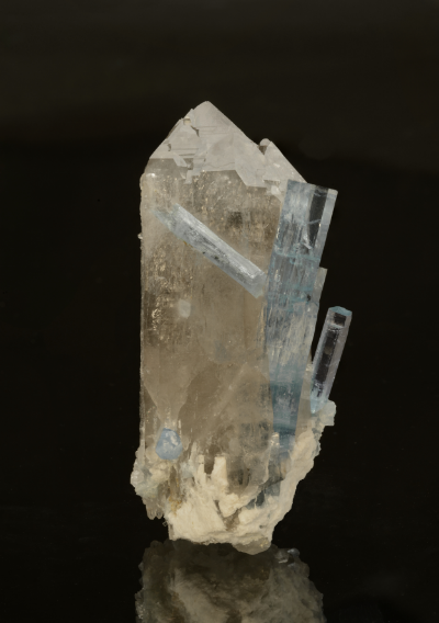 Aquamarine on quartz from Thuong Xuan, Vietnam, 10 x 4.5 cm. Price available upon request. (Photo: Mia Dixon)