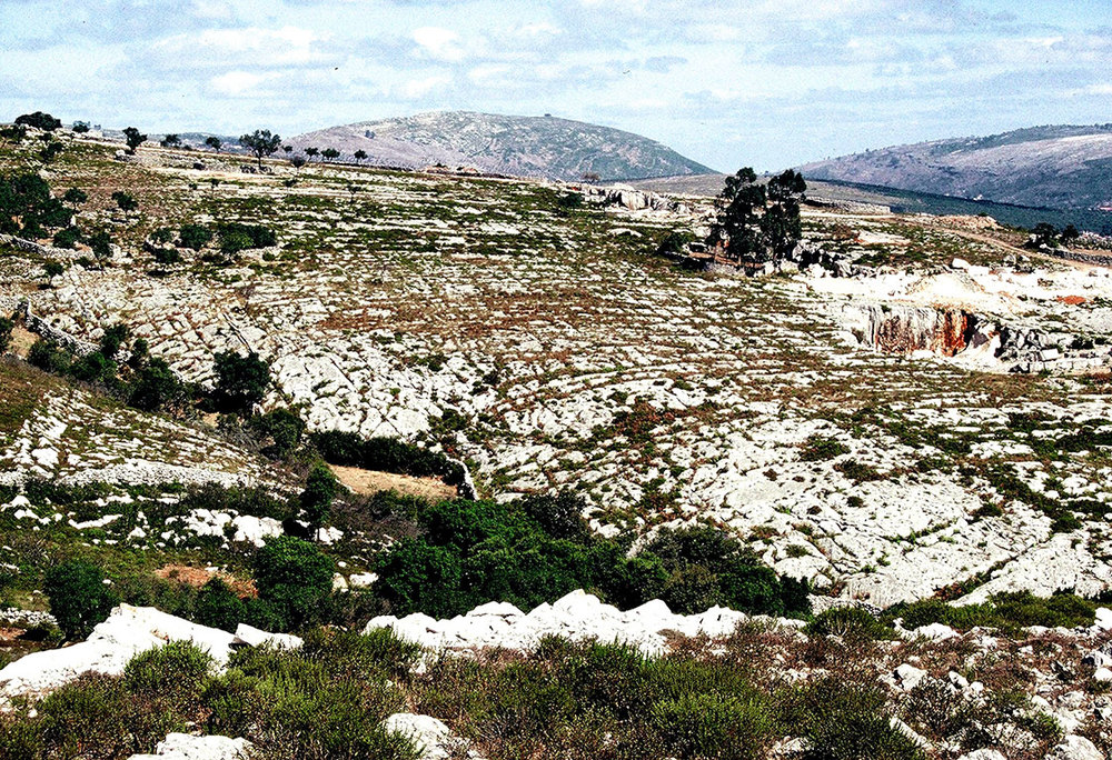 Serra dos Candeeiros when the author worked there in the late 1980s. (Photo: Alain Martaud)