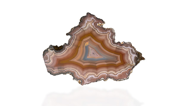 Laguna iris agate, Mexico. (Photo: Orasa Weldon, © GIA)