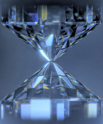 Diamonds to squeeze a sample to ultrahigh pressures corresponding to those of the Earth's core (greater than 135 gigapascals). The samples are heated under pressure to high temperatures of the core (about 4,000 kelvins and higher) by being irradiated by a laser through diamonds. (Photo: ELSI news release)