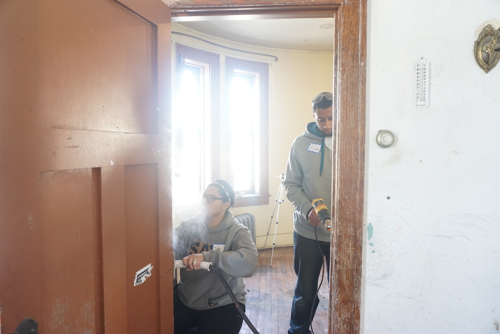 Jordi & Jay steaming doorway 2.JPG