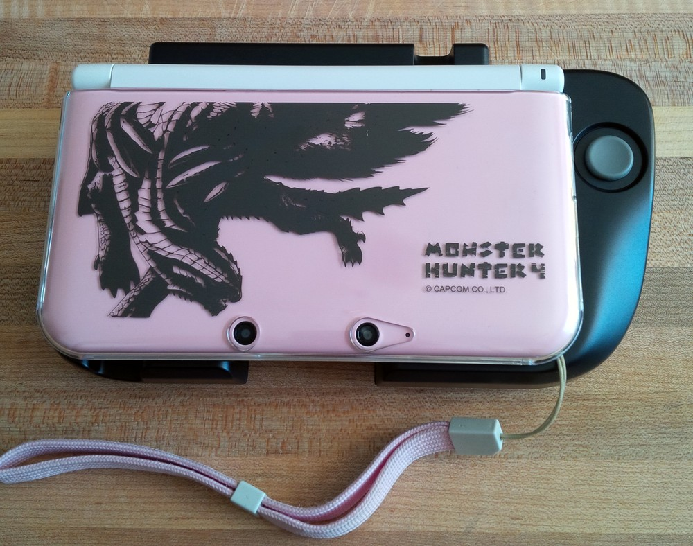 I've been holding on to this cover for a long time (I ordered an accessories pack from Japan when MH4 was out in Sept. 2013)