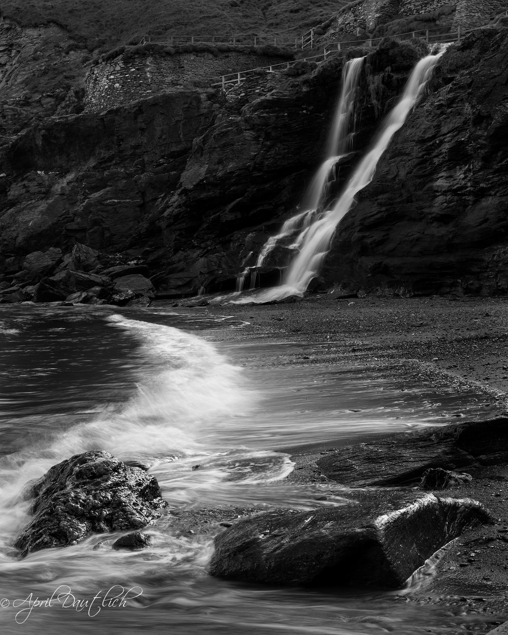 Tintagel Waterfall w Beach