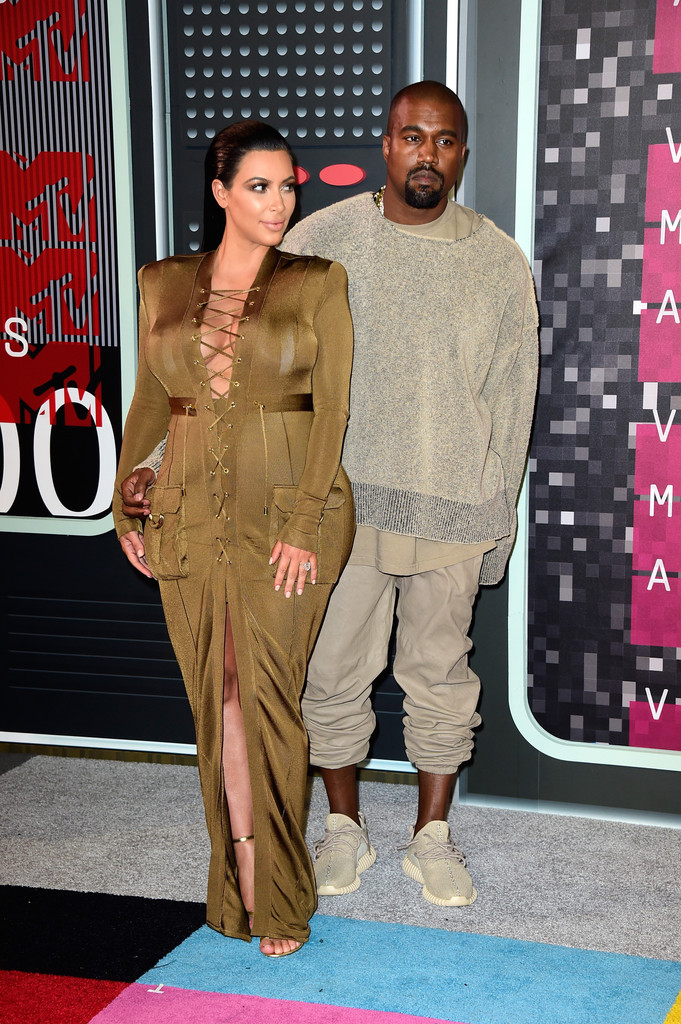 kanye-west-kim-kardashian-vma-red-caret-2015