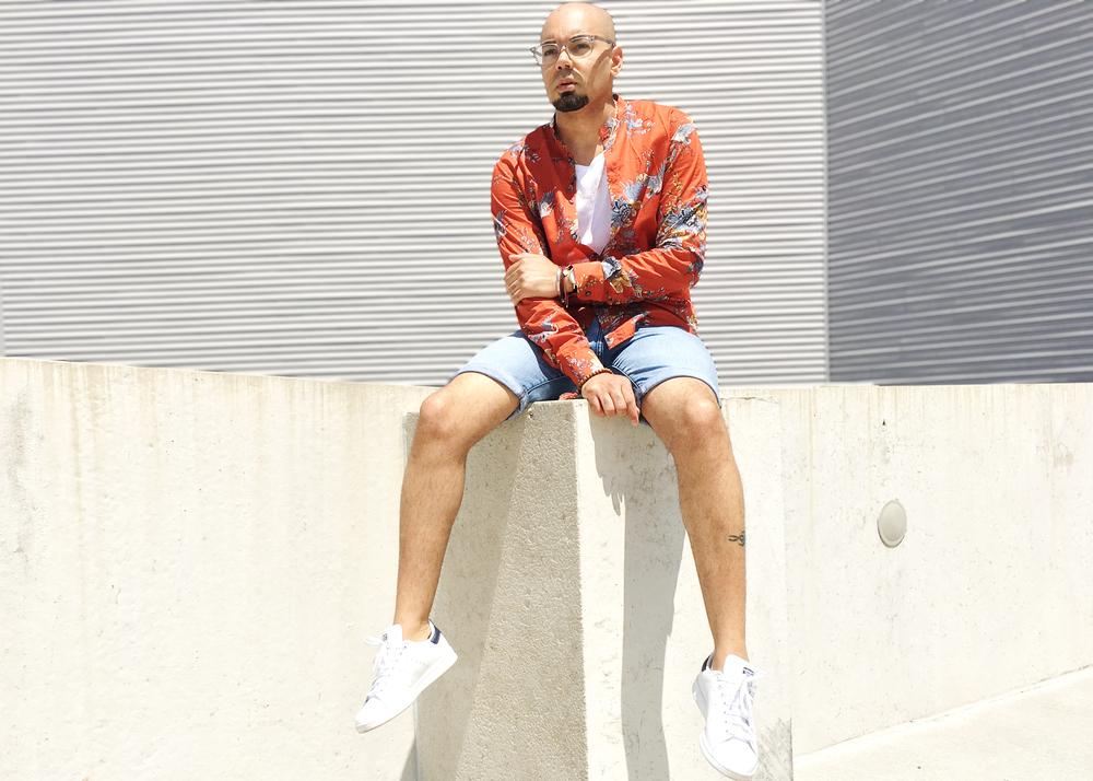 sam-c-perry-printed-Mandarin-collar-woven-denim-shorts-sitting.jpg