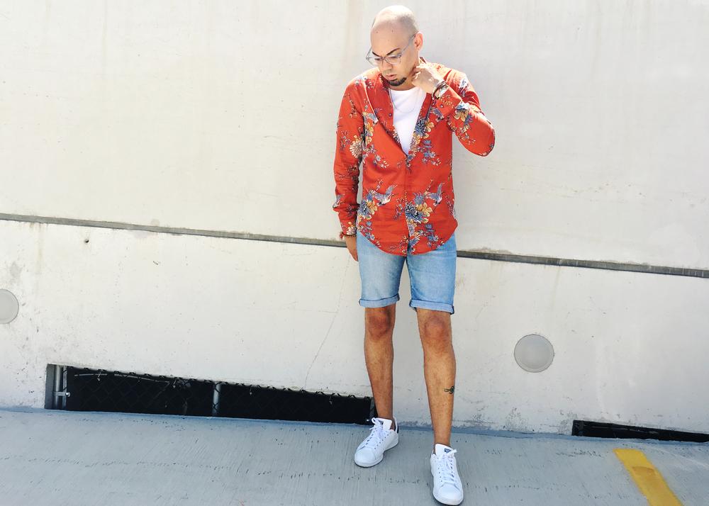 sam-c-perry-printed-Mandarin-collar-woven-denim-shorts-fixed.jpg