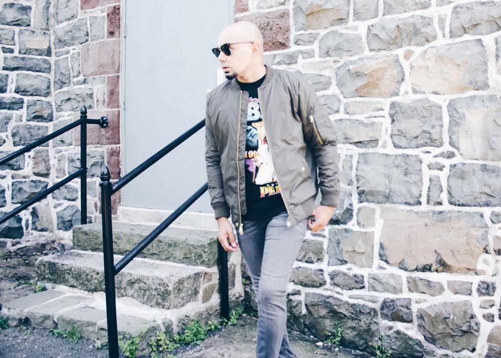 sam-c-perry-vintage-band-tshirt-skinny-jean-side-walk.jpg