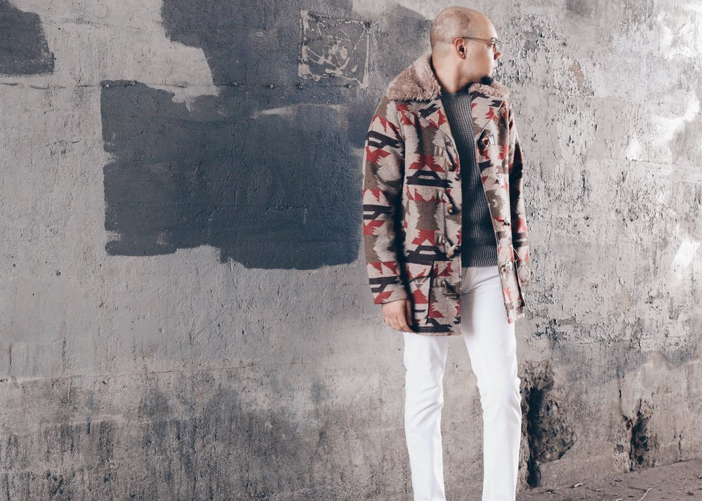 sam-c-perry-aztec-printed-jacket-white-denim-jeans-full-side.jpg