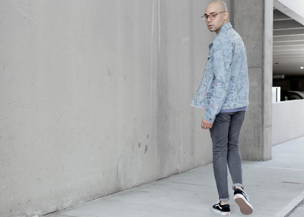 topman-doodle-print-denim-jacket-ss-sweatshirt-walk-back.jpg