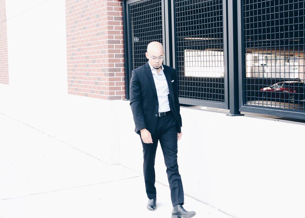 5 Ways to Wear a Black Suit -