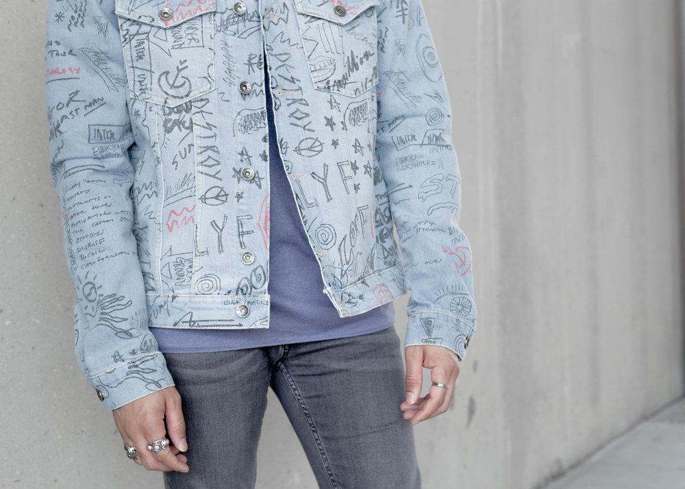 Doodle Print Denim Jacket + S/S Sweatshirt -