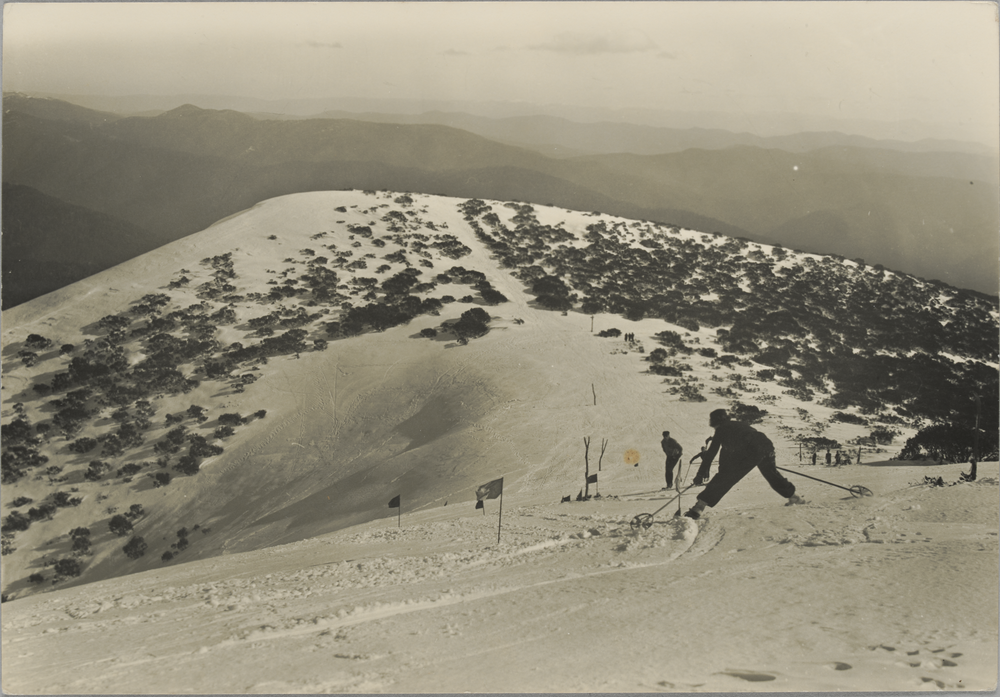 The Ladies Slalom Course off Little Feathertop in 1937. Federation Hut is now at the base of the hill in the centre of the picture. Photo by Gerard Wardell. Source:  State Library of Victoria