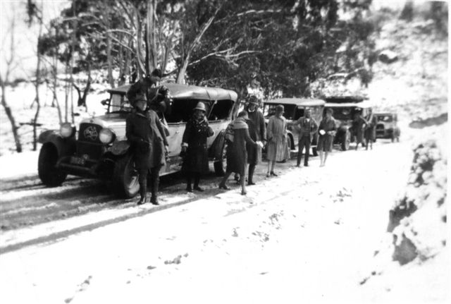 An early Pioneer snow tour. Photo supplied by Vivienne Worthington.