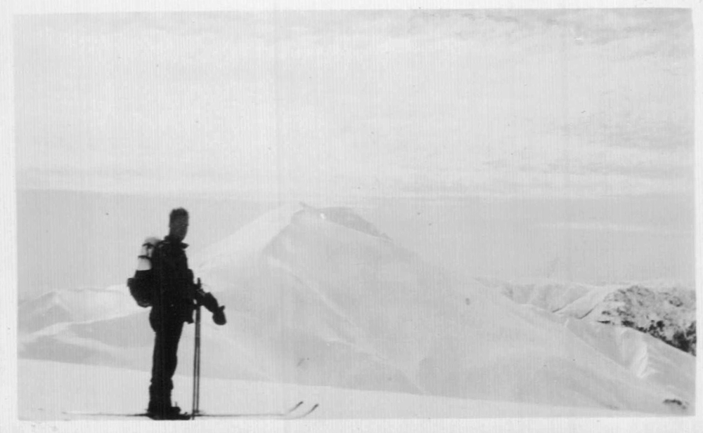 View of the summit from the start of the Razorback in 1930. Photo Kath Magill.