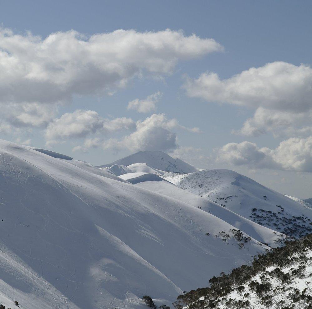 The Razorback and Mt Feathertop under heavy snow. © Taariq Hassan, 2018