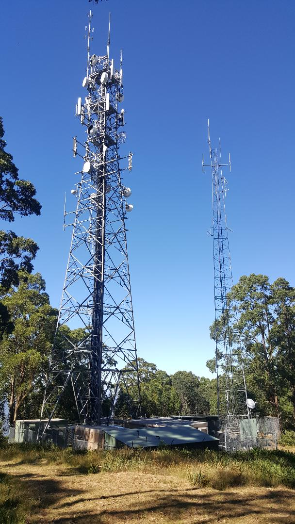 Broadcasting towers on Mt Victoria. © D.S. 2019.