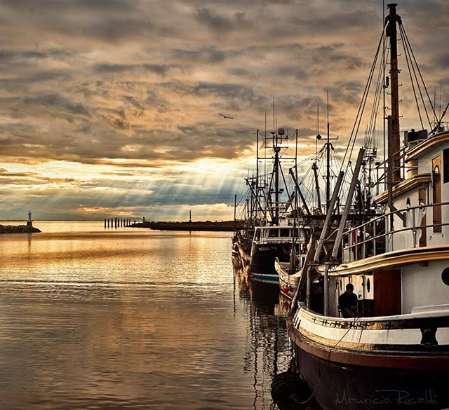 Fisherman's end of day. #fisherman #docks #goldenhour #ship #port #fisher #sunset #harbor #endofday