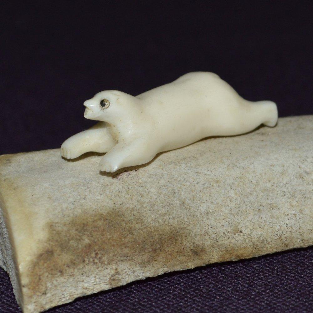 Innuit bone seal