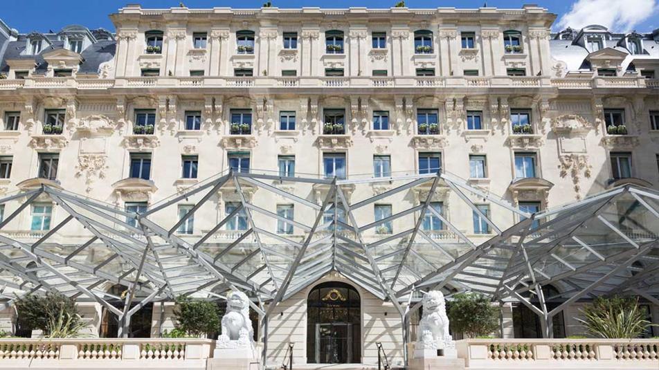 Façades de l'hôtel parisien The Peninsula, après restauration.
