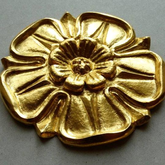 Bronze ciselé et doré.