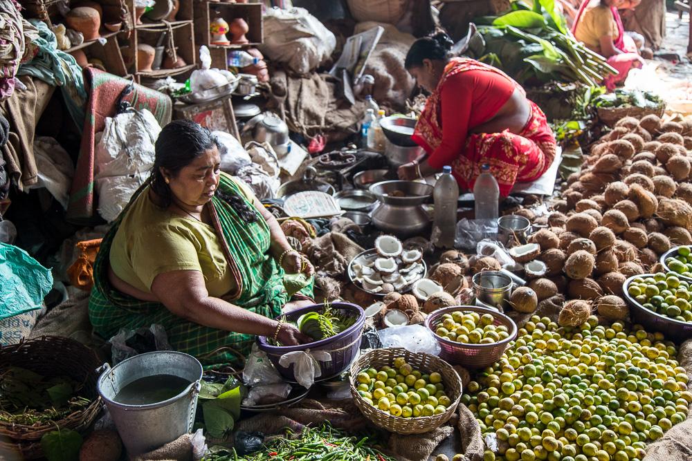 Street vendor under the Haora Bridge, Kolkata