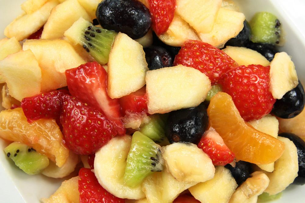 OBSTSALAT Oft fehlt noch das gewisse Etwas, jetzt halten Sie es in Ihren Händen: Geben Sie ein Löffelchen BACKOFEN Zuckerle in Ihren Obstsalat, so können Sie den fehlenden Fruchtgeschmack heben.