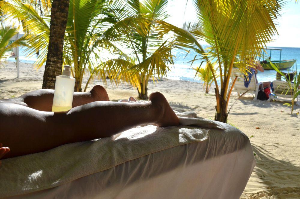 beach massage.JPG
