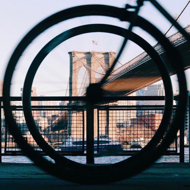 Quando você ta tentando enquadrar a ponte num círculo, passa uma bicicleta e encaixa outro círculo no círculo.